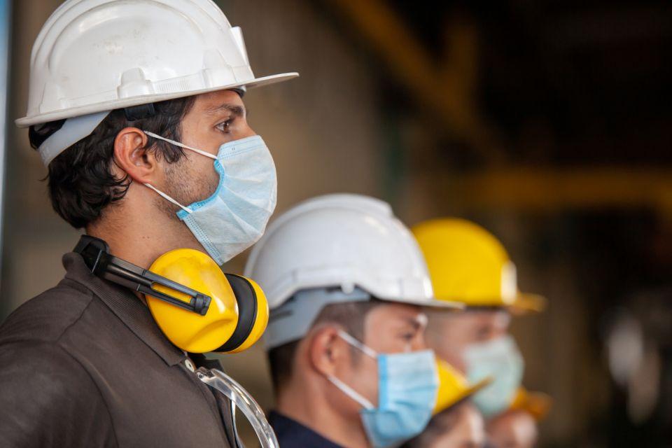 Trabalhadores de máscara